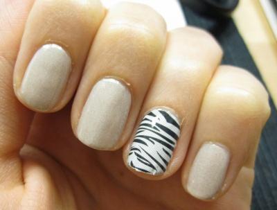 nails reloaded versuch nail fashion sticker von essence. Black Bedroom Furniture Sets. Home Design Ideas