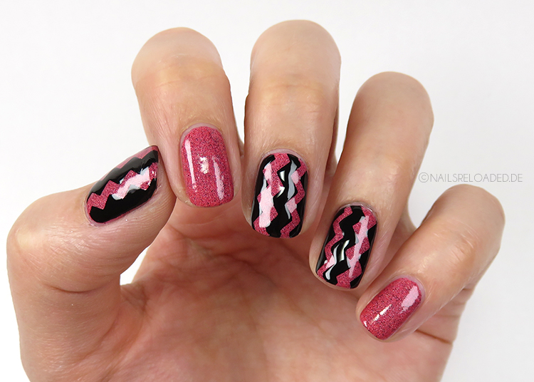 Nageldesign - vertical chevron
