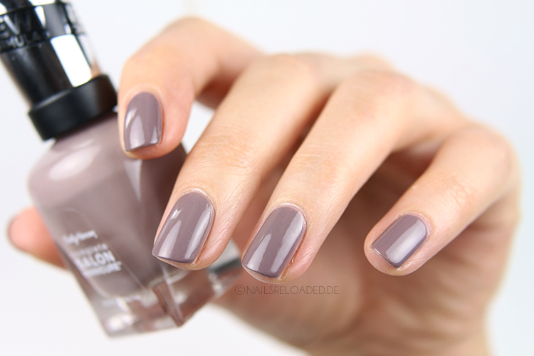 Sally Hansen 370 Commander in Chic